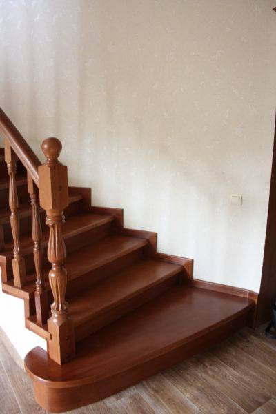 Отделка бетонной лестницы деревом (облицовка, обшивка)