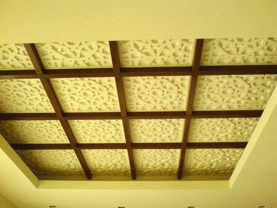 Чем можно красиво отделать потолок в ванной комнате?