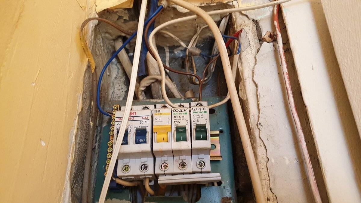 Кто должен менять счетчик электроэнергии: на лестничной площадке, в квартире, в частном доме