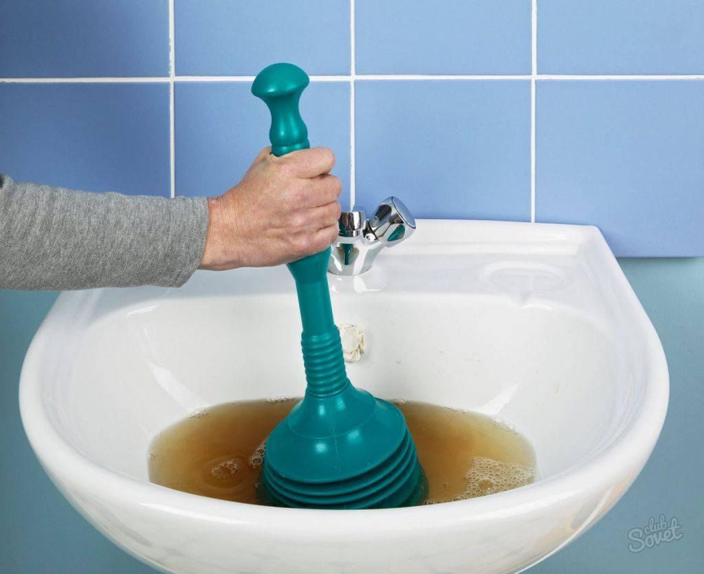 Как прочистить засор в раковине в домашних условиях?
