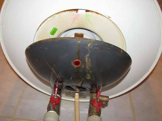 Потек водонагреватель что делать