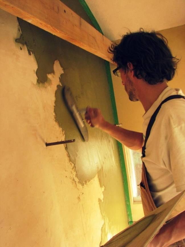 Как штукатурить потолок по классической технологии своими руками