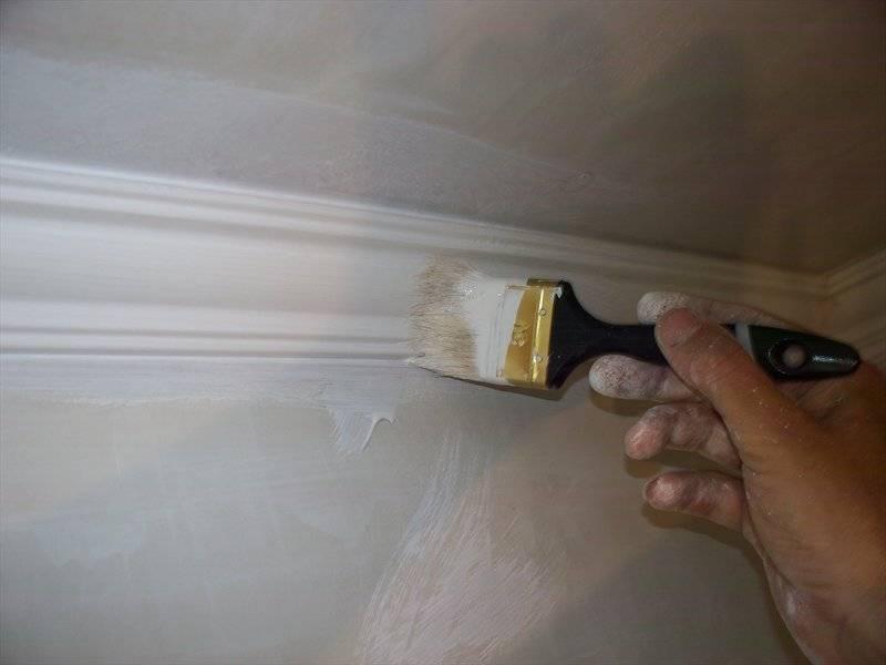 Как покрасить потолок акриловой краской, какая лучше: вододисперсионная, масляная или латексная, подробно на фото и видео