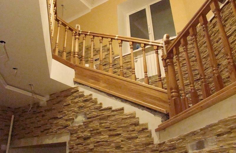 Выбор отделки для лестниц в загородном доме