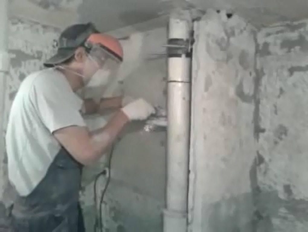 Запах канализации в туалете: обзор возможных причин его возникновения и способов устранения