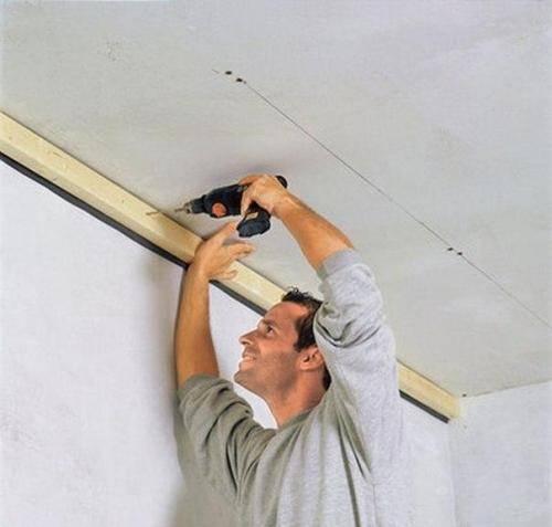 Применение ламината для отделки потолка