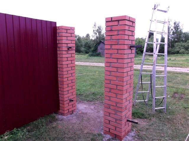 Кирпичный столб своими руками – инструкция для начинающих