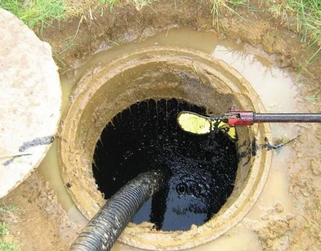 Как очистить выгребную яму в доме: методы и особенности
