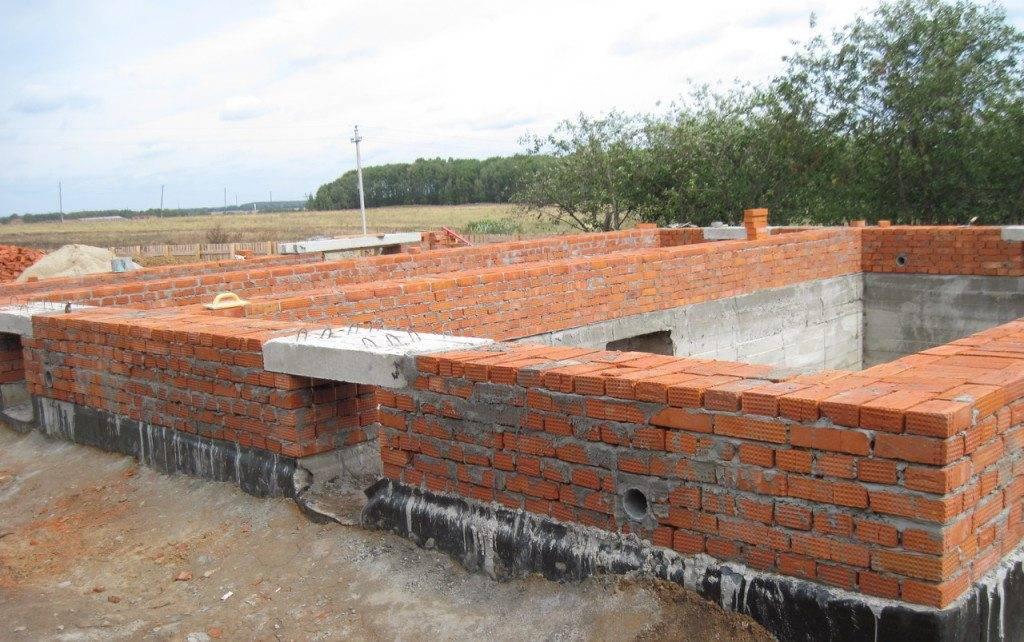 Как кирпичом обложить дом или фундамент?