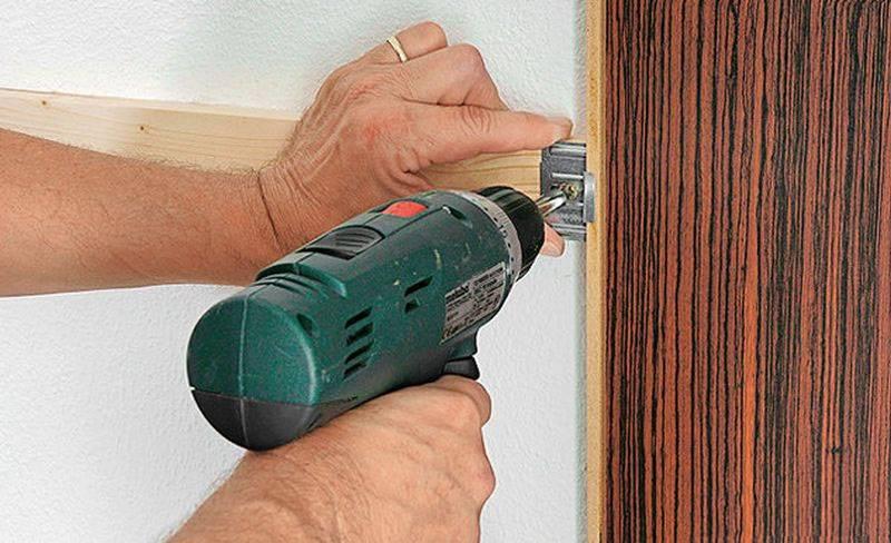 Как приклеить ламинат на стену: способы крепления и техника выполнения работ
