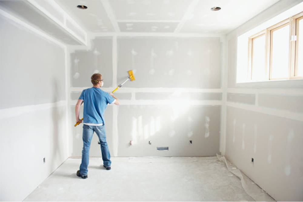Как покрасить гипсокартонный потолок: поэтапное проведение подготовительных и основных работ