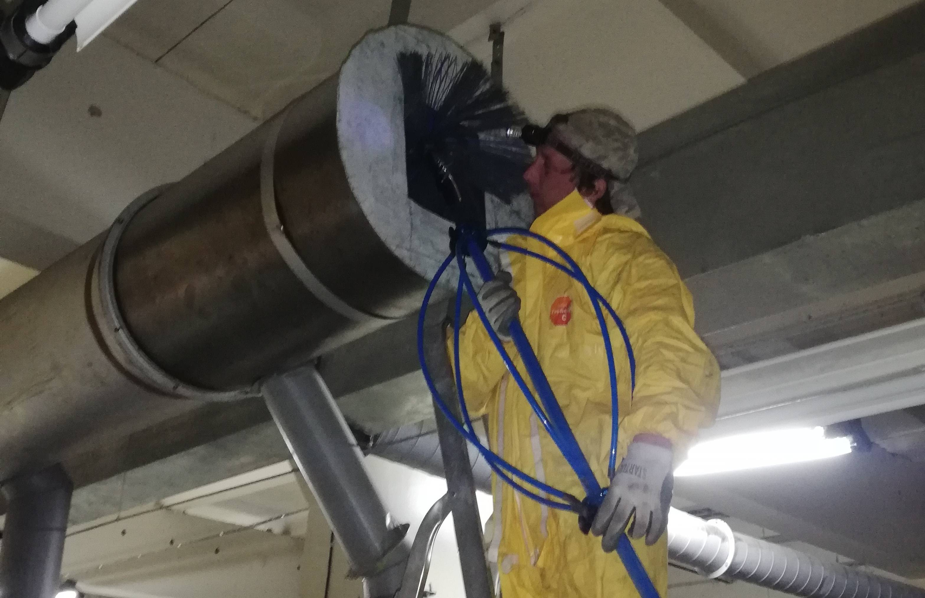 Чистка вентиляции в многоквартирном доме