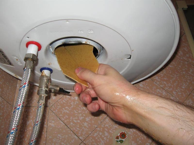 Способы самостоятельной очистки водонагреватель от накипи у себя дома