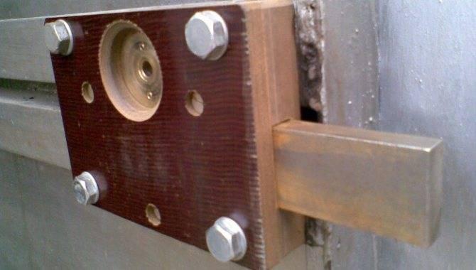 Устройство и установка электромеханического замка на калитку, модели запорных механизмов