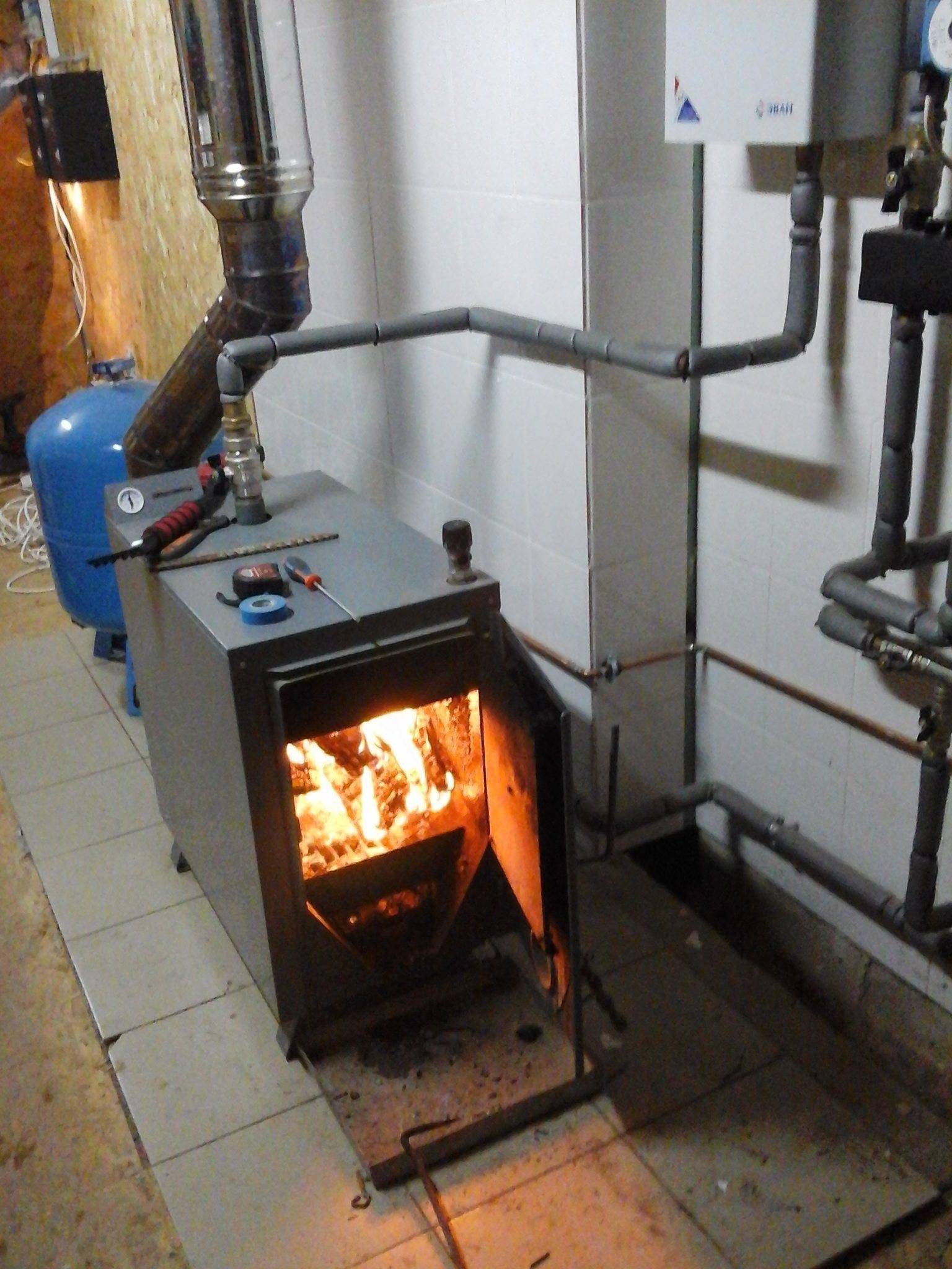 Способы отопления частного дома дровами: обзор характеристик котлов и печей
