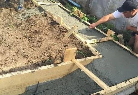 Когда начинать строить дом после заливки фундамента