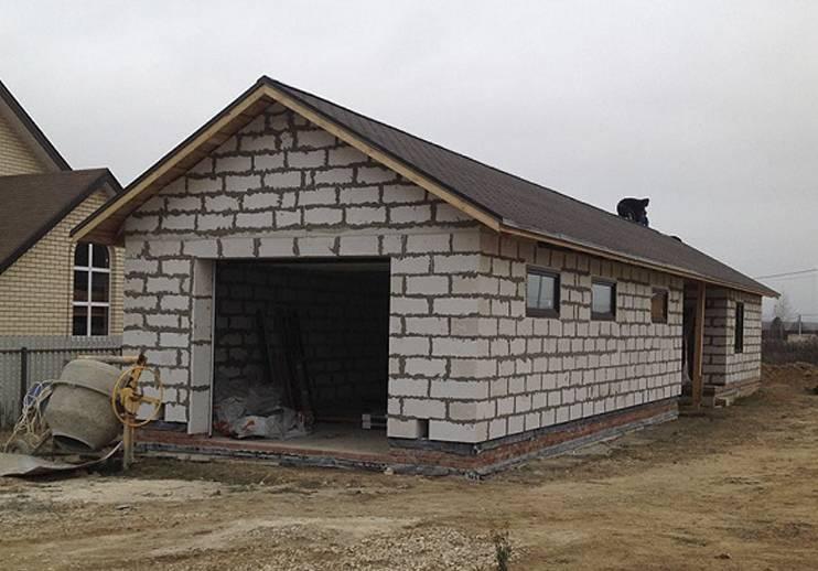 Из чего строить гараж пеноблок или шлакоблок?