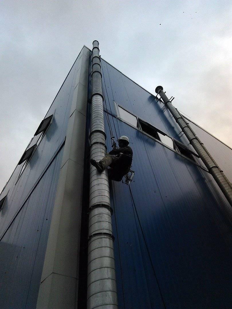 Установка и крепление воздуховодов к стене