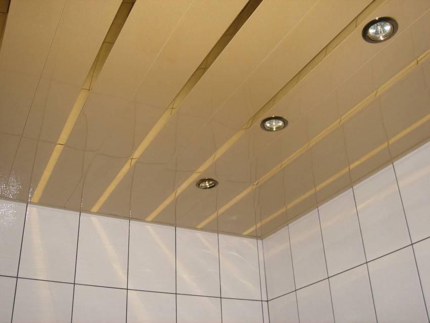 Реечный потолок (102 фото): подвесные конструкции, металлические поттолочные покрытия для прихожей и коридора, кубообразные варианты потолков cesal и «бард»