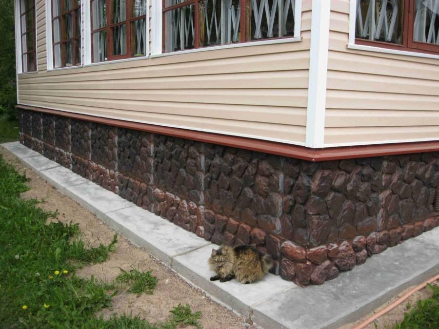 Отделка фундамента дома под камень: проводим работы по отделке цоколя своими руками с фото инструкцией