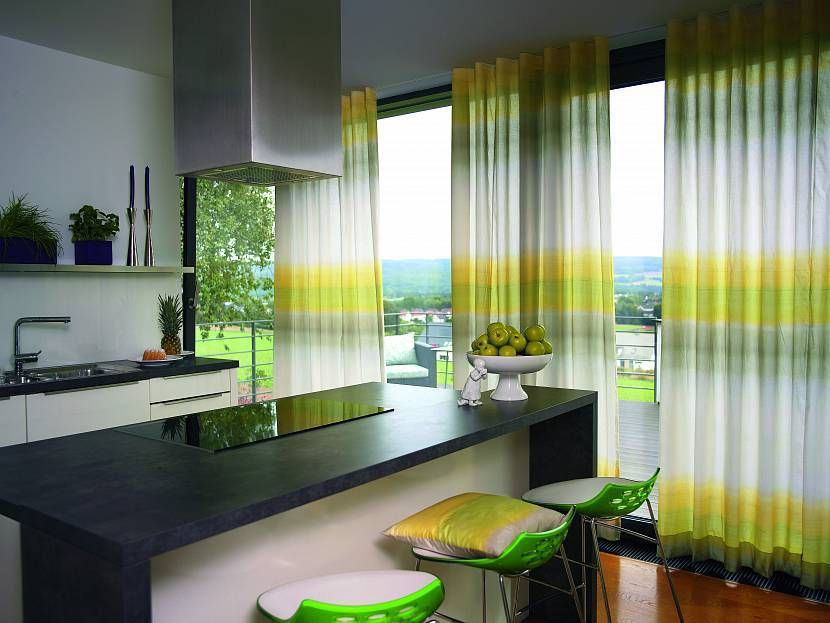 Шторы в классическом стиле на кухню (59 фото): дизайн штор в интерьере классика, короткие и длинные шторы