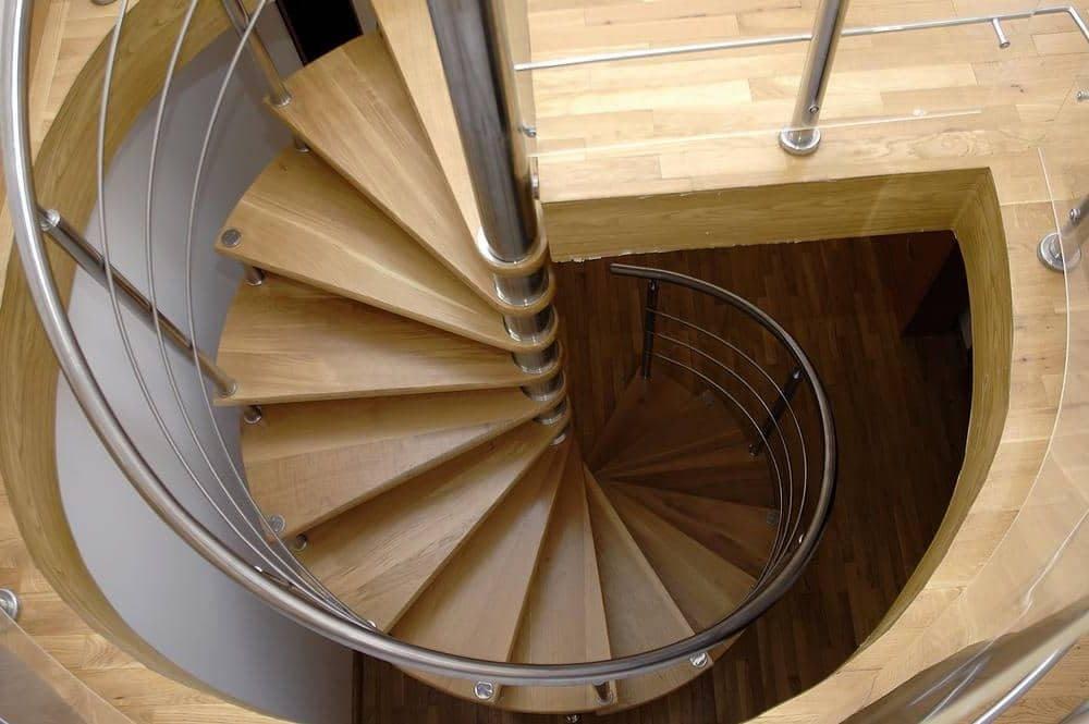 Винтовая лестница на второй этаж – как правильно построить