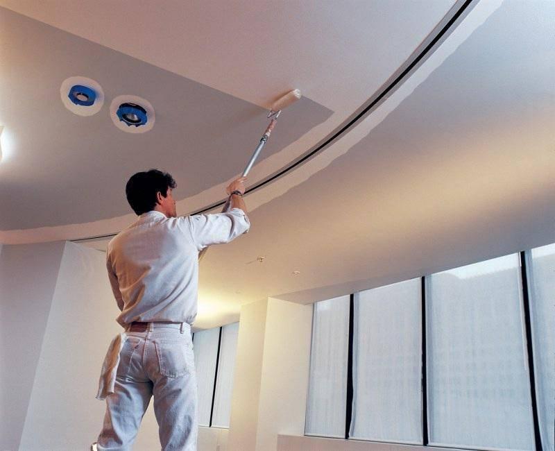 Как красить гипсокартон: выбор краски, подготовительные работы и технология нанесения на стены и потолок