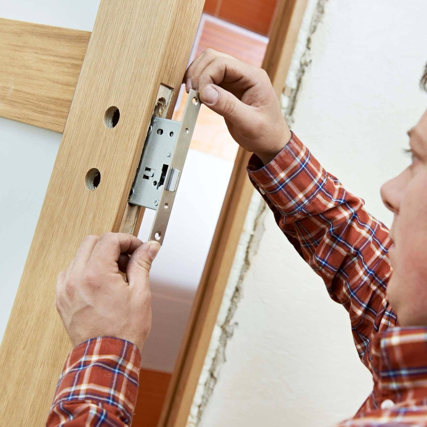 Замена стекла в межкомнатной двери: ремонт и установка разбитой стеклянной вставки, как поменять и вставить