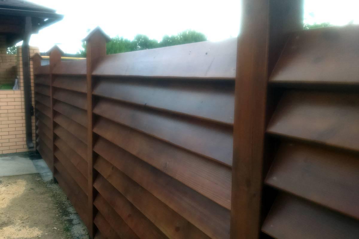 Как самостоятельно сделать деревянный забор-жалюзи