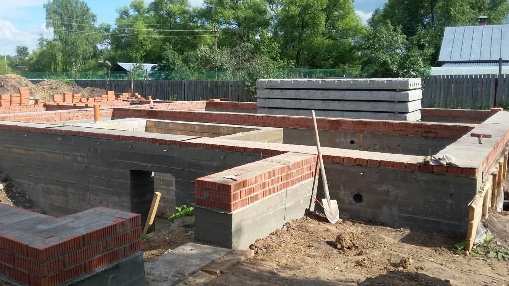 Фундамент рядом с домом – как правильно построить своими руками