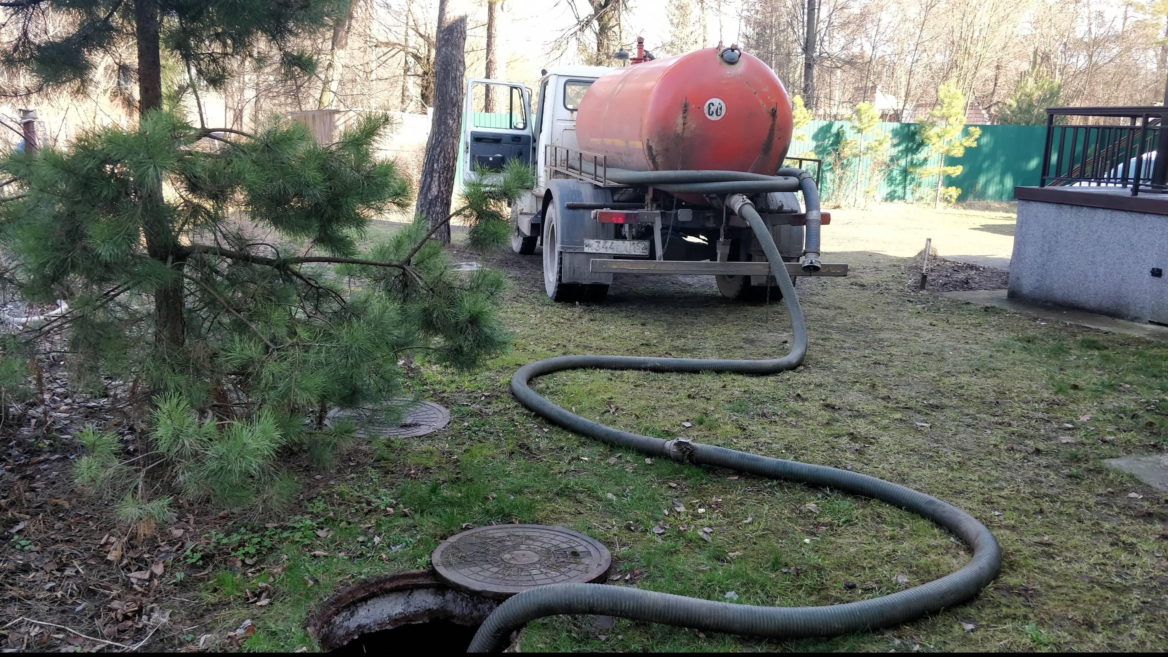 Откачка септика и выгребной ямы в частном доме насосом или машиной