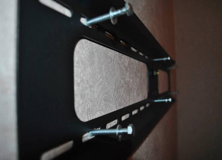 Как выбрать крепление на стену и повесить телевизор