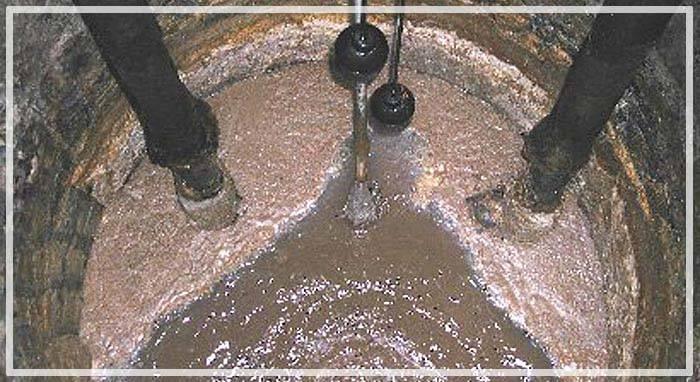 Вода в колодце пахнет болотом что делать и почему мутная вода