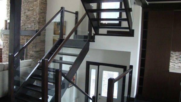 Перила для лестниц - виды, расчет ограждений, выбор и установка своими руками