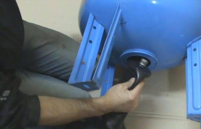 Как заменить мембрану в гидроаккумуляторе своими руками: пошаговая инструкция