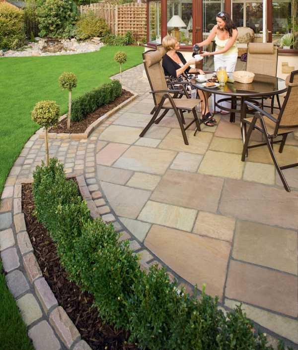 Укладка тротуарной плитки на даче (34 фото): устройство и изготовление садовых дорожек, как положить плитку на дачном участке своими руками