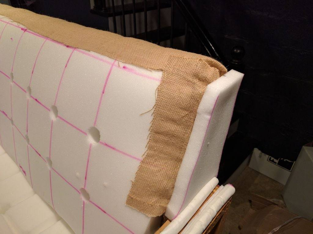 Как перетянуть диван своими руками пошагово: мастер-класс перетяжки мебели в домашних условиях — remont-om