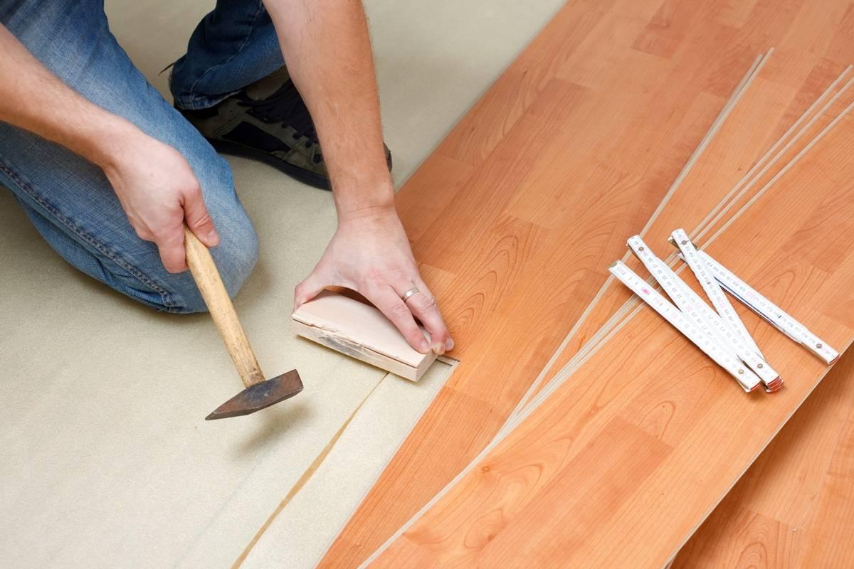 Как разобрать ламинат + демонтаж плинтуса и подготовка инструментов
