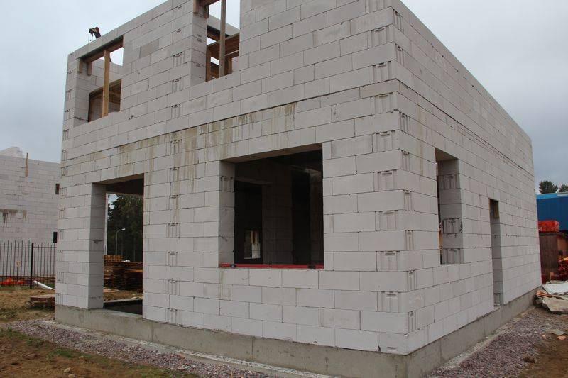 Стены из газобетонных блоков: характеристики, конструктивные и эксплуатационные особенности