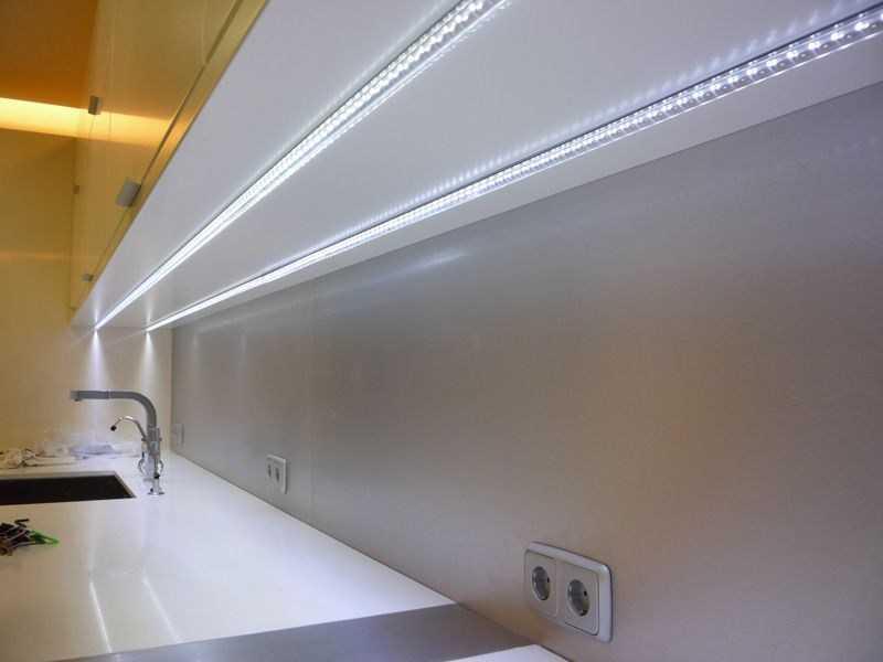 Свет на кухне: подсветка рабочей поверхности, обеденной зоны, шкафов