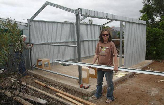 Как построить сарай из профнастила своими руками – простые советы!