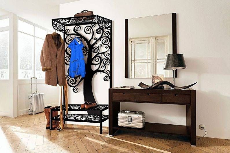Нужный и незаменимый предмет мебели – напольная вешалка для костюма в прихожую