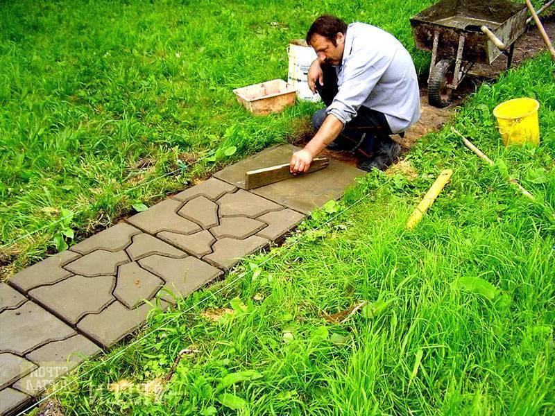 Укладка тротуарной плитки своими руками: рабочий процесс и пошаговая инструкция, видео