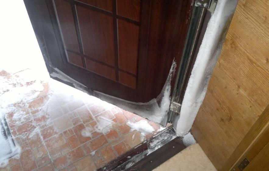 Почему потеет входная металлическая дверь