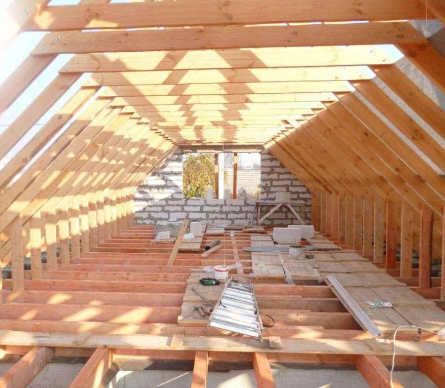 Крыши домов с мансардой: проекты на выбор, советы по обустройству и 5 реальных планировок