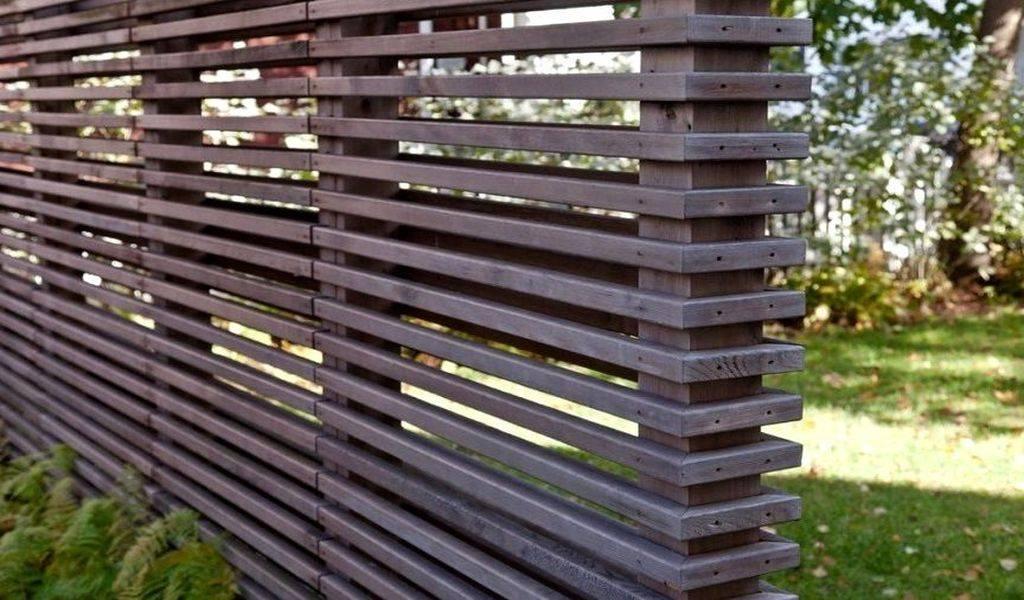 Правильный подход к выбору деревянных столбов для забора