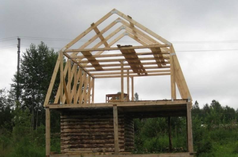 Возведение крыши загородного дома