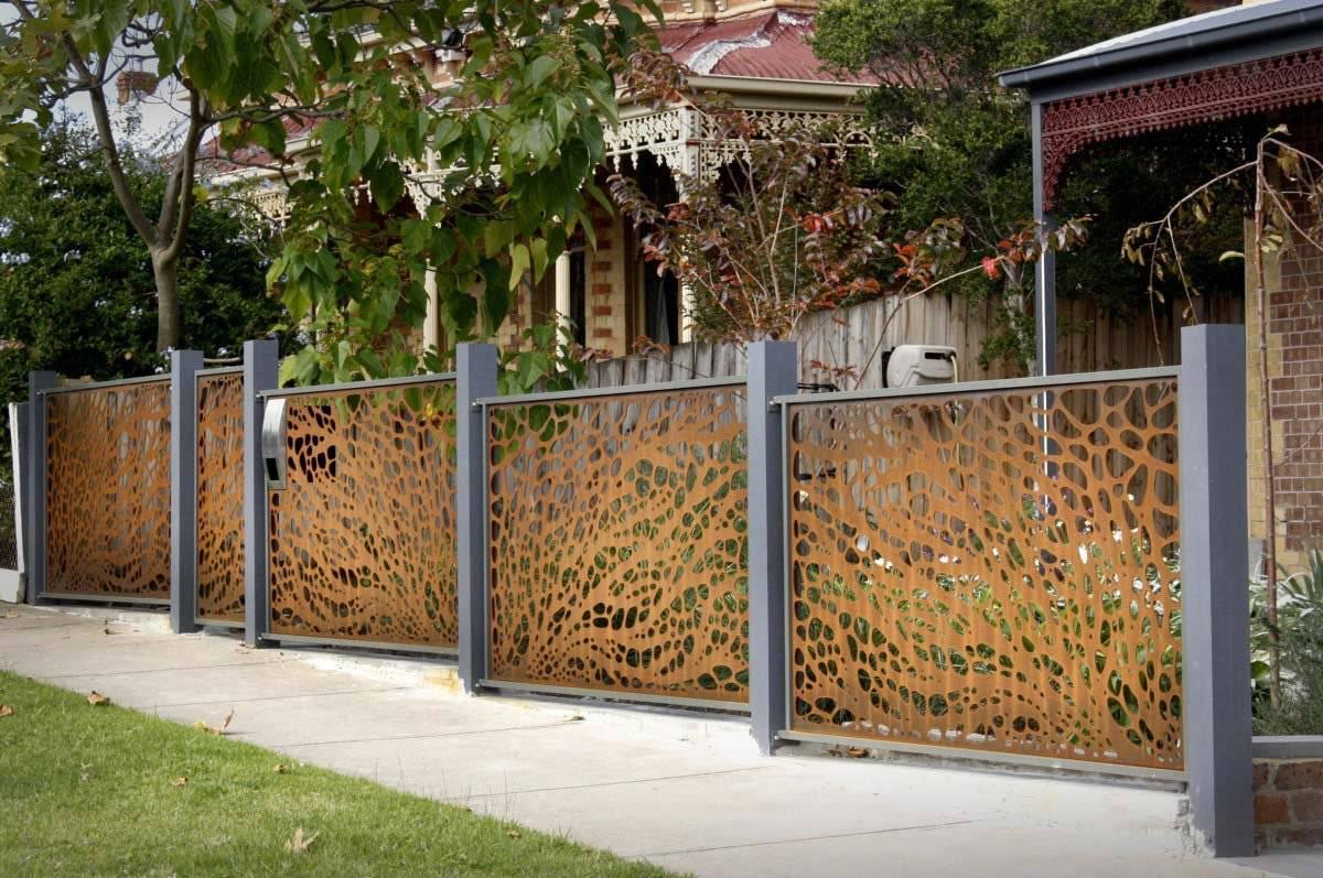 Виды заборов и ограждений для дома и дачного участка
