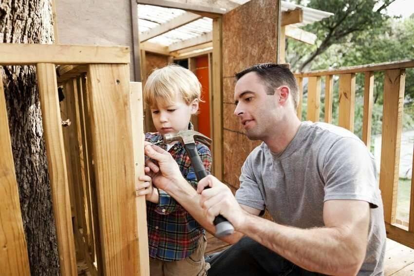 Выбирай несложный детский домик из дерева своими руками!