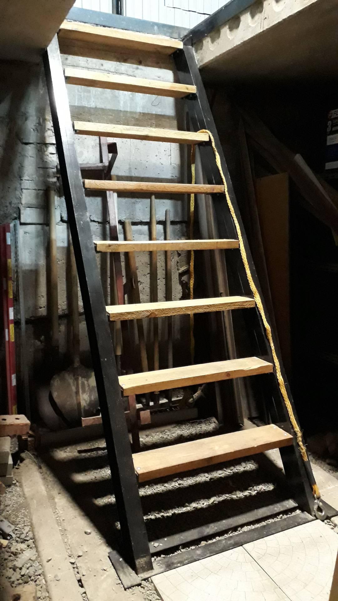 Что необходимо учитывать при монтаже лестницы в подвал